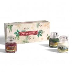 3 Small Jars - Yankee Candle Christmas Gift Set 2020 Candlemania outofbox angle