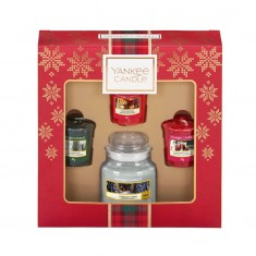 3 Votives And Small Jar - Yankee Candle Christmas Gift Set 2019 Candlemania.jpg