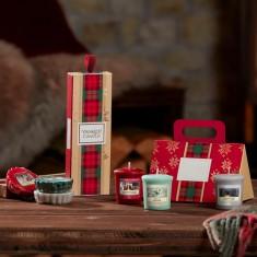 3 Wax Melts - Yankee Candle Christmas Gift Set 2019 Candlemania lifestyle.jpg