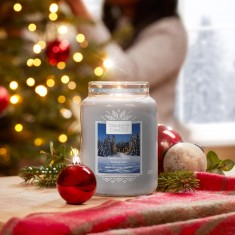 AW19 Alpine Christmas Candlelit Cabin Yankee Candle Large Jar