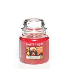 Christmas Memories - Yankee Candle Medium Jar