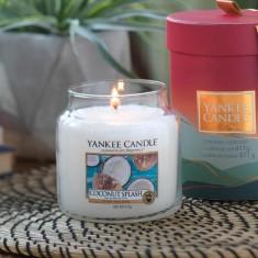 Coconut Splash - Yankee Candle Medium Jar Lifestyle