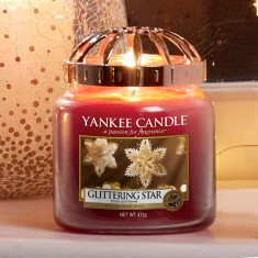 Glittering Star - Yankee Candle Medium Jar Lifestyle