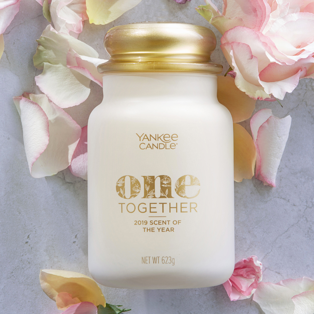 Scent Of the Year 2019 Yankee Candle - One Together