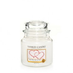 Snow in Love - Yankee Candle Medium Jar