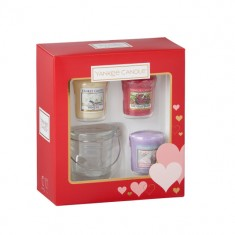 Valentine's Day Yankee Candle Gift Set angled